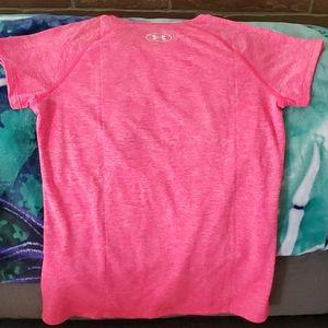 Under Armour Shirts & Tops - Girls Under Armour shirt 5974-5936